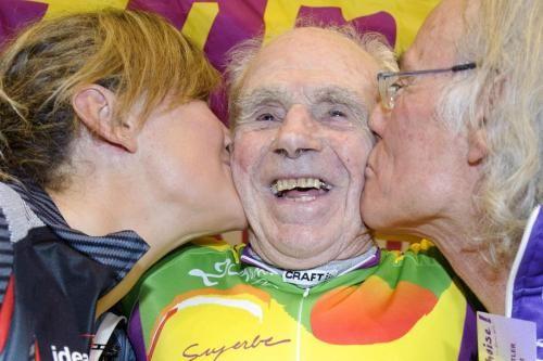 Robert Marchand pedala per 24,2 km in un'ora, a 100 anni