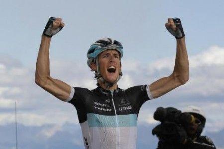 Straordinaria impresa di Andy Schleck, Contador in difficoltà