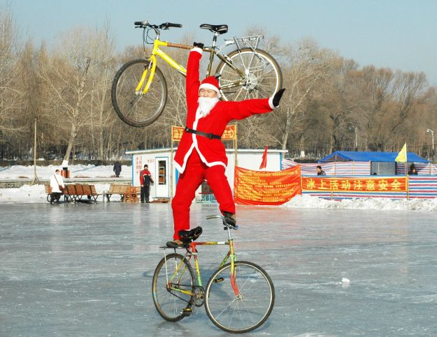 (2)CHINA CHANGCHUN SANTA CLAUS BIKE STUNT (CN)