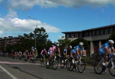 Giro d'Italia 2010 5a Tappa: Pineau batte il gruppo in un finale drammatico
