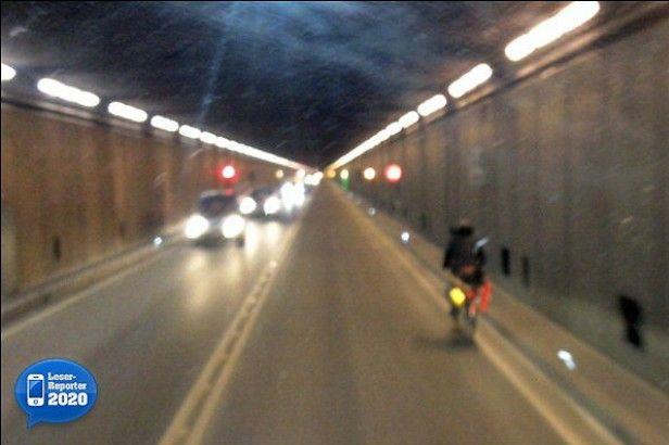 Il ciclista pazzo che ha percorso in bici il traforo del San Gottardo