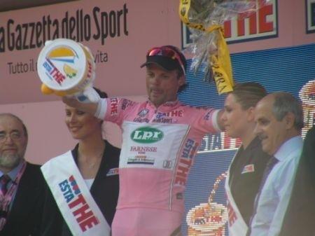 Giro 2009 Pinerolo: Di Luca sfrutta l'occasione