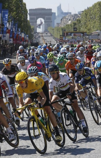 Tour de France 2012: Bradley Wiggins trionfa per le strade di Parigi