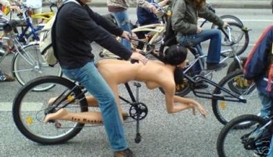La Bici Sessuale in vendita su eBay