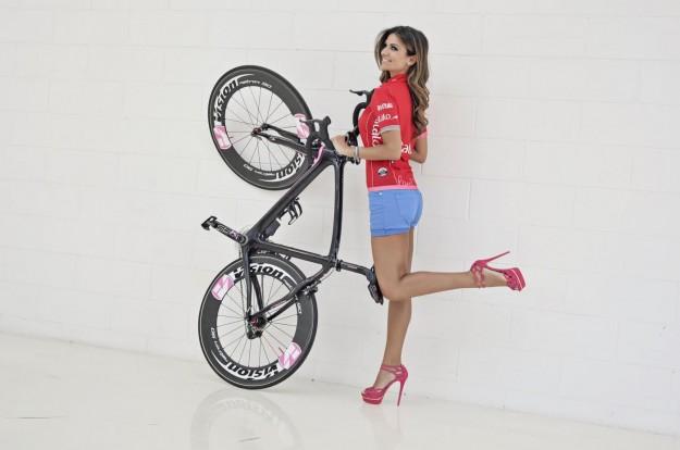 Alessia Ventura madrina del Giro D'iTalia 2013 (3)