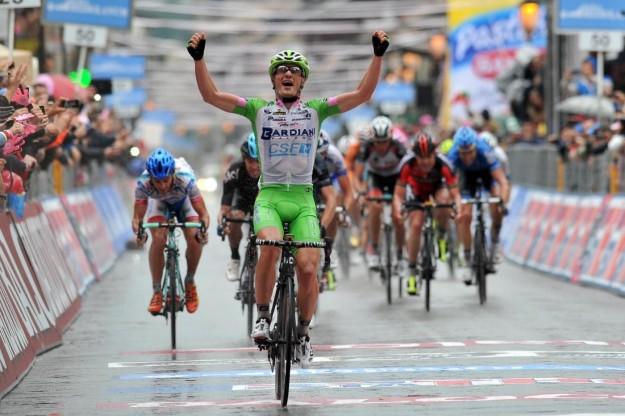 Quarta tappa Giro d'Italia 2013: vince Battaglin, Di Luca ripreso ai 300 metri [FOTO]