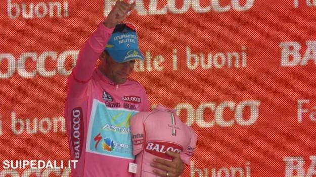 Vincenzo Nibali in maglia rosa