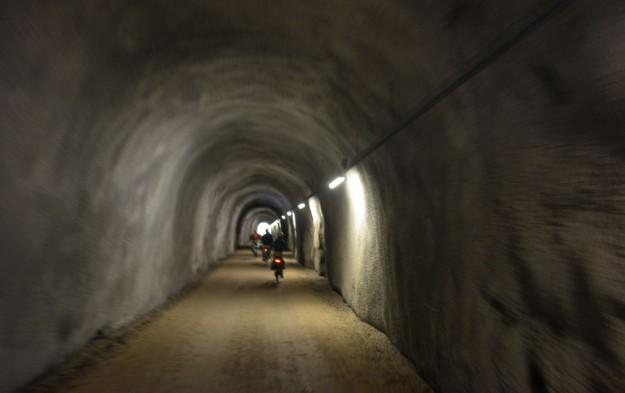 Strada nel tunnel