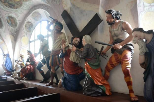 Statue via crucis